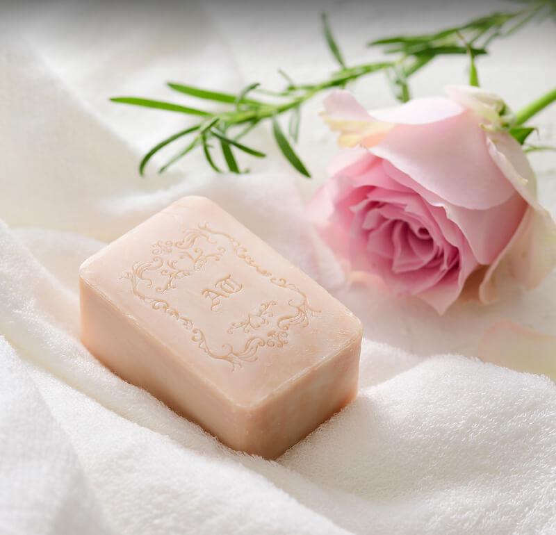 洗顔で肌は変わる 天然保湿ソープ 薔薇はちみつ石鹸